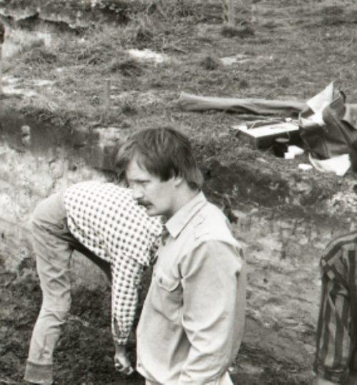 1993 m. Kernavės senojo miesto tyrimai, A. Luchtanas (priekyje). Fotografas nežinomas.